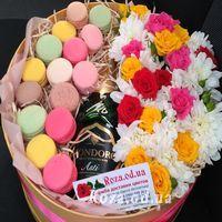 Flowers with Macarons and Mondoro Asti - Photo 1