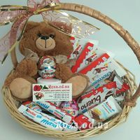 A basket of sweets and soft toys - Photo 1