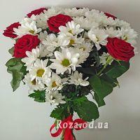 Букет цветов из роз и хризантем - Фото 1