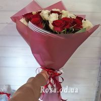 25 red and white roses - Photo 1