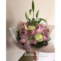 Bouquet of lilies and irises - Photo 1