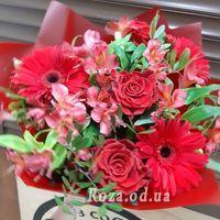 Герберы и розы в букете - Фото 1