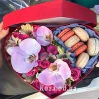 Flowers with Macarons - Photo 1