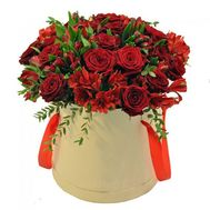 Bouquet of red roses in a box - flowers and bouquets on roza.od.ua