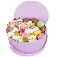 Макарунс и цветы в коробке - цветы и букеты на roza.od.ua
