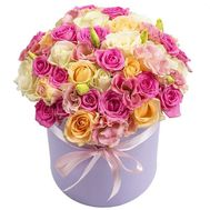 Delicate roses in a box - flowers and bouquets on roza.od.ua