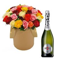 Roses and champagne - flowers and bouquets on roza.od.ua
