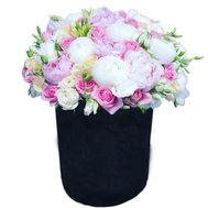 Elegant composition with pions - flowers and bouquets on roza.od.ua