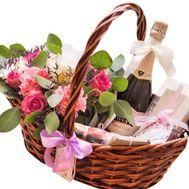 Корзина с цветами и шампанским - цветы и букеты на roza.od.ua