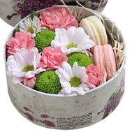 Макаруны и цветы - цветы и букеты на roza.od.ua