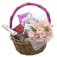 Сладости, цветы и шампанское в корзине - цветы и букеты на roza.od.ua