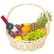 Корзина с фруктами и вином - цветы и букеты на roza.od.ua
