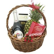 Подарочная корзина с конфетами и фруктами - цветы и букеты на roza.od.ua