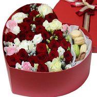Композиция с Macarons - цветы и букеты на roza.od.ua
