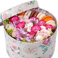 Композиция в коробке с Macarons - цветы и букеты на roza.od.ua