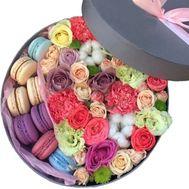 Нежная композиция с Macarons - цветы и букеты на roza.od.ua