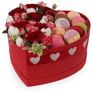 Сердце с цветами и Macarons - цветы и букеты на roza.od.ua