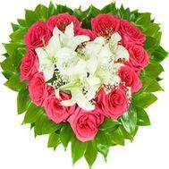 Сердце из цветов - цветы и букеты на roza.od.ua