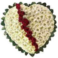 Heart of chrysanthemums and roses - flowers and bouquets on roza.od.ua
