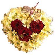 Сердце из 3 роз и 9 хризантем - цветы и букеты на roza.od.ua