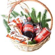 Новорічний кошик з ласощами і Coca-Cola - цветы и букеты на roza.od.ua