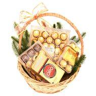 Подарунковий новорічний кошик Ferrero Rocher і Lavazza - цветы и букеты на roza.od.ua