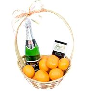 Basket of tangerines with champagne - flowers and bouquets on roza.od.ua