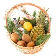 Новорічний кошик з вермутом і фруктами - цветы и букеты на roza.od.ua