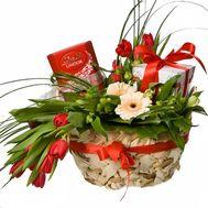 Корзинка к празднику - цветы и букеты на roza.od.ua