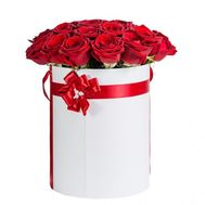 Red roses in a box - flowers and bouquets on roza.od.ua