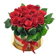 Red roses in a hat box - flowers and bouquets on roza.od.ua