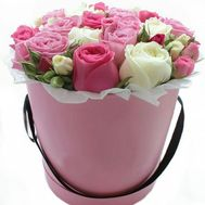 Delicate bouquet in a hat box - flowers and bouquets on roza.od.ua