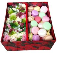 Large box with macaroons - flowers and bouquets on roza.od.ua
