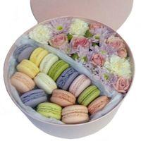 Французский каприз - цветы и макаруны в коробке - цветы и букеты на roza.od.ua