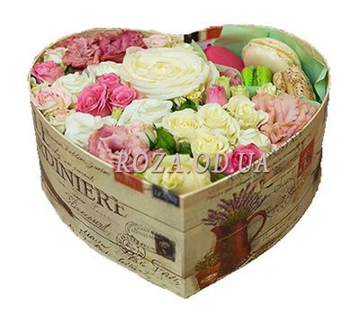 """Flowers and macaroons"" in the online flower shop roza.od.ua"