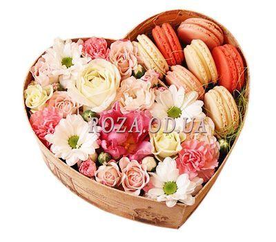 """""""Цветы и макаруны в коробке"""" в интернет-магазине цветов roza.od.ua"""
