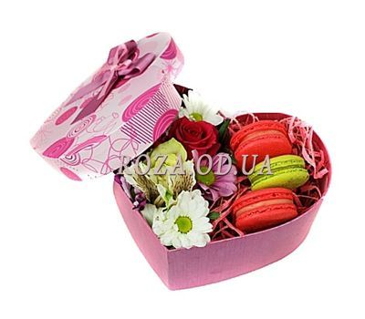 """""""Flowers and sweets in a box"""" in the online flower shop roza.od.ua"""