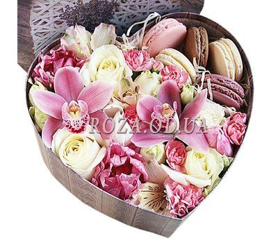 """Flowers in a box with macaroons"" in the online flower shop roza.od.ua"
