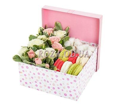 """""""Macaroons with flowers"""" in the online flower shop roza.od.ua"""