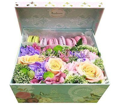 """""""Макаруны с цветами в коробке"""" в интернет-магазине цветов roza.od.ua"""