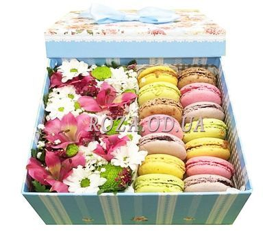 """Delicate flowers with pasta macaroons"" in the online flower shop roza.od.ua"