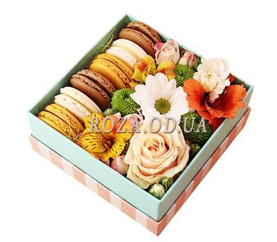 """Sweet gift with flowers"" in the online flower shop roza.od.ua"