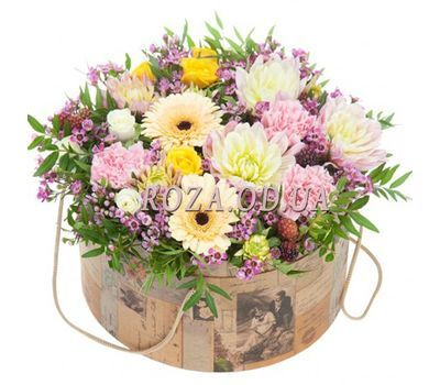 """A bouquet of flowers in a box"" in the online flower shop roza.od.ua"