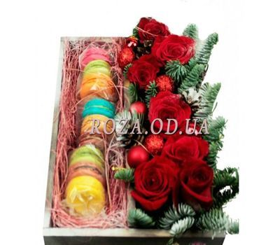 """Macaroons and roses for the New Year"" in the online flower shop roza.od.ua"