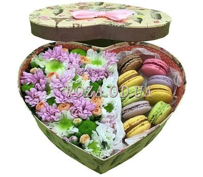 """""""Flowers with macaroons"""" in the online flower shop roza.od.ua"""