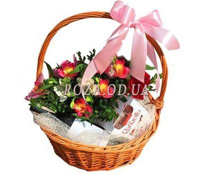 """""""Корзина с цветами, вином и рафаэлло"""" в интернет-магазине цветов roza.od.ua"""