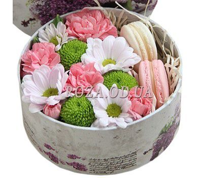"""Macaroons and flowers"" in the online flower shop roza.od.ua"