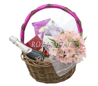"""""""Сладости, цветы и шампанское в корзине"""" в интернет-магазине цветов roza.od.ua"""