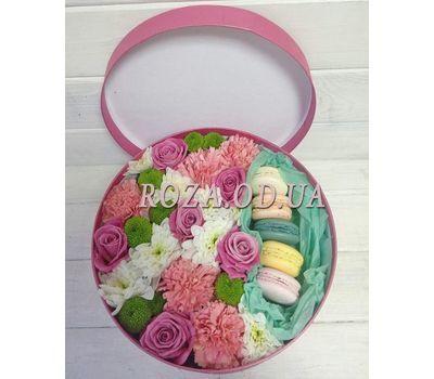 """Цветы в коробке с макарунами"" in the online flower shop roza.od.ua"