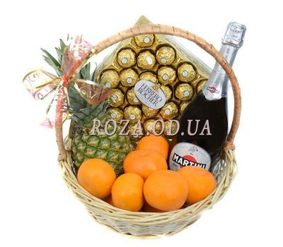 """Original gift basket"" in the online flower shop roza.od.ua"